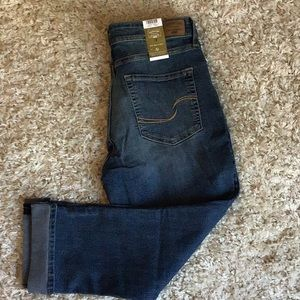 Levis signature mid rise stretch pull on jeans